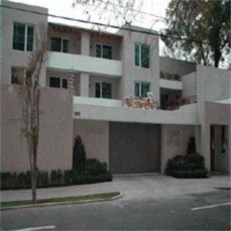 La Loma Suites: Exterior View