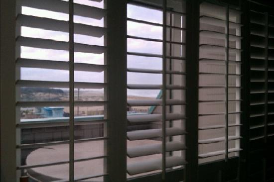 SeaVenture Beach Hotel: shutters leading to hot tub