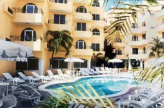 Hotel Ramada Cancun City: Outdoor Pool