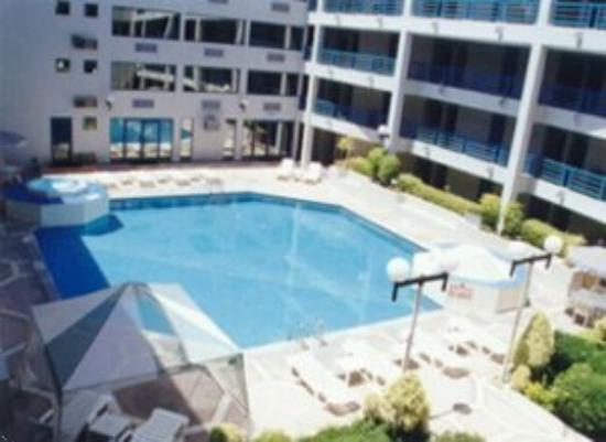 Araiza Inn Hotel: Swimming Pool