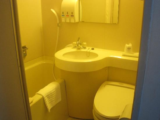 Ginza Capital Hotel Main : 狭い(ゴメンナサイ)浴室