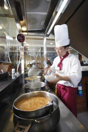 Grand Pacific Hotel: Action Chef Lo