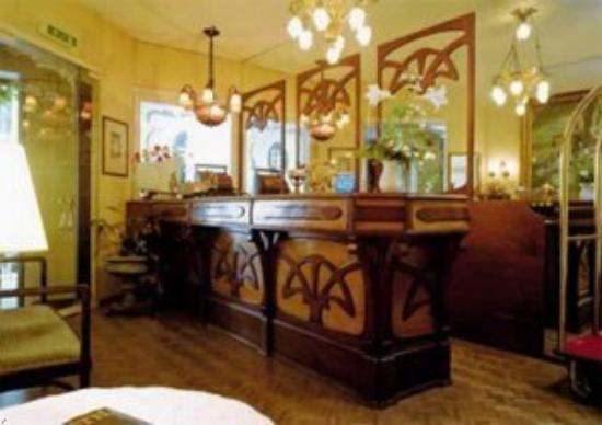 Hotel Belle Epoque: Hotel Lobby Area & Reception Desk
