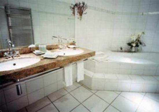 Hotel Belle Epoque: Guest Bathroom