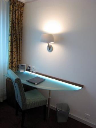 The New Midi Hotel: Interior