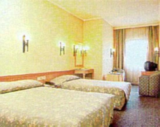 Madison Hotel: Regular Bedroom