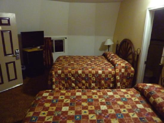 Wigwam Motel: Wigwam #19 Interior