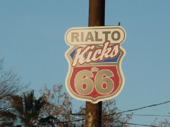 Wigwam Motel: Rialto Route 66 marker