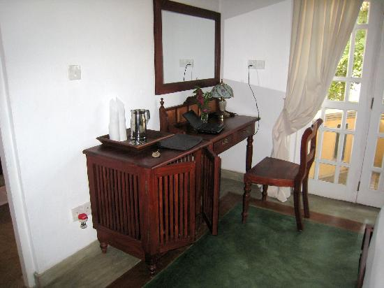 Villa Sandalwood: desk