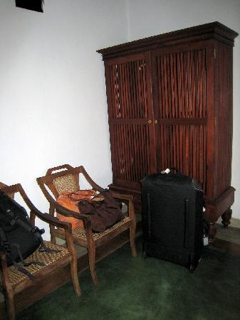 ساندالوود: room