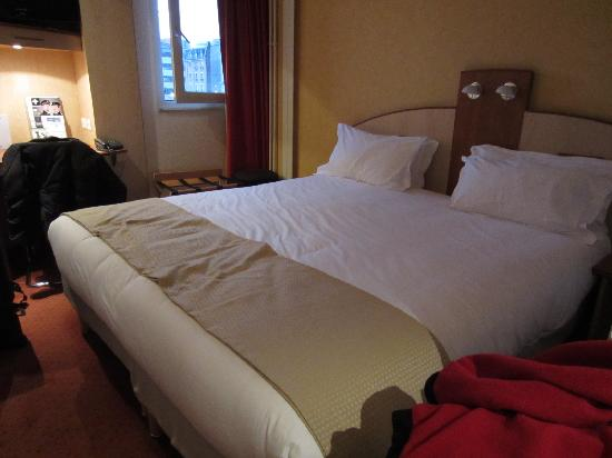 Alliance Hotel Paris Porte Saint Ouen: 2single beds joined