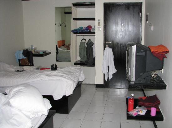 Yani Hotel: Room