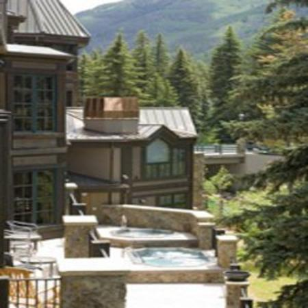 Vail Mountain Lodge : Hot Tubs on Gore Creek