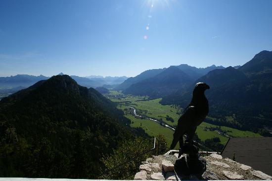 Burghotel Falkenstein: Blick vom Wellness-Bereich auf das Vils-Tal
