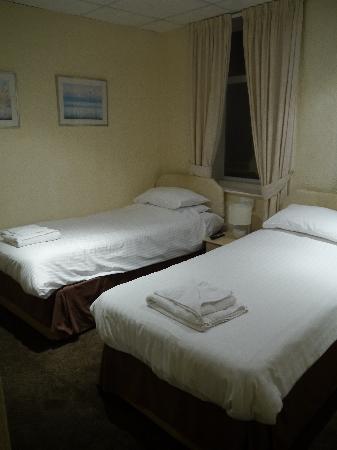 The Colwyn Hotel: TWIN ROOM