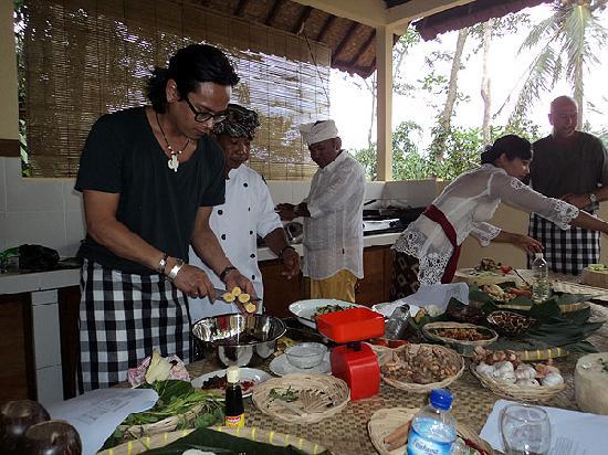 Pasar  Ubud: start to cooking