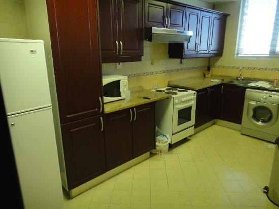 Waterfront Hotel Apartments: Kitchen + Washing machine