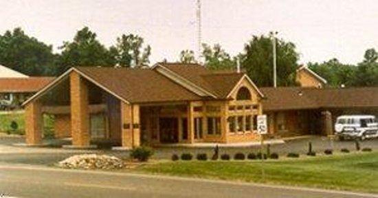 Four Seasons Motel: Exterior