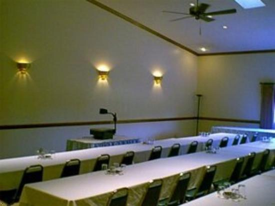 Four Seasons Motel: Conference Room