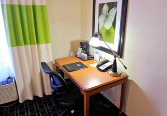Fairfield Inn Louisville South: Guest Room Work Area
