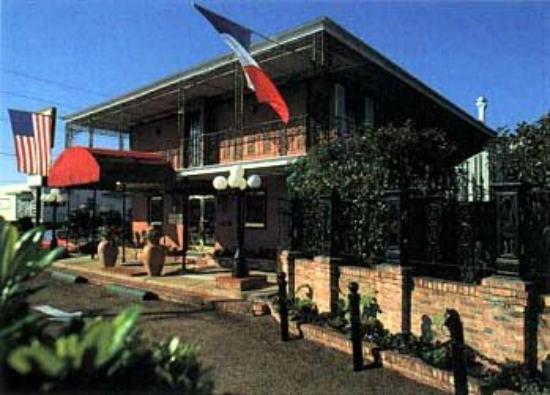 Orleans Courtyard Inn : Exterior