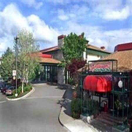 Rogue Regency Inn: Exterior