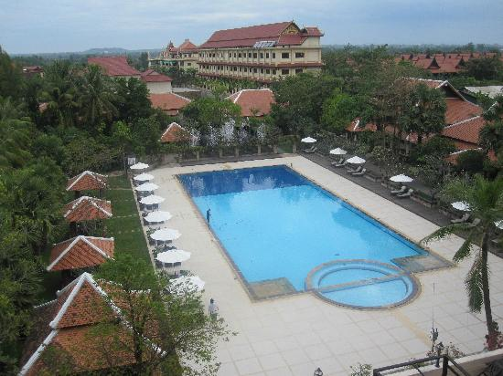 Royal Angkor Resort & Spa: The pool is large. As seen from our balcony.