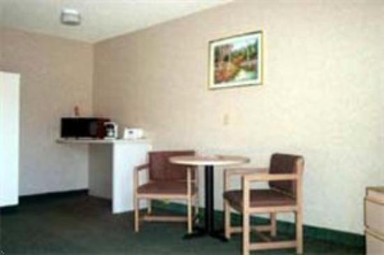 Portland Value Inn & Suites: Room