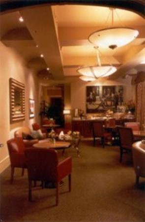 Alexander Inn: The Hotel