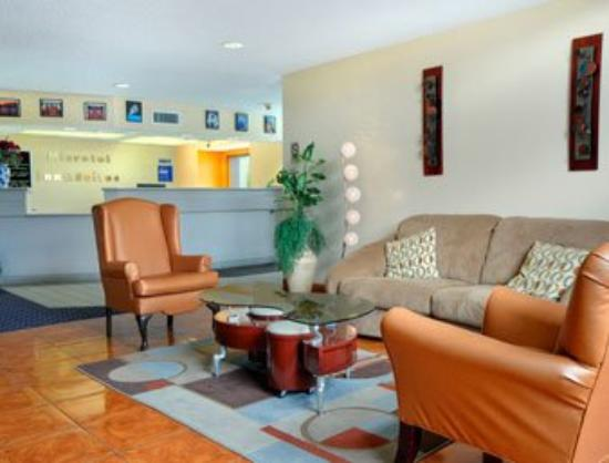 Microtel Inn & Suites by Wyndham Houston: Lobby