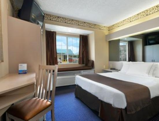 Microtel Inn & Suites by Wyndham Houston: Standard Queen Bed Room