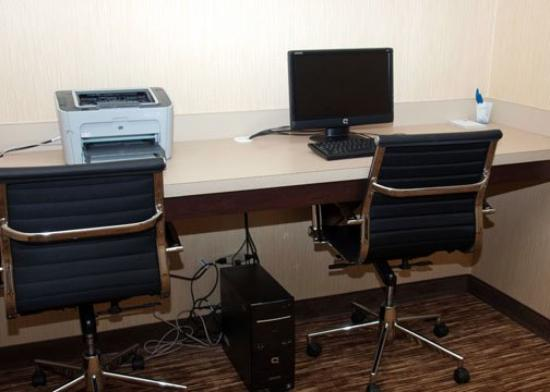 Comfort Inn & Suites: INBusiness Center Still C