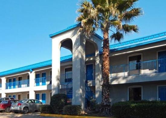 Quality Inn & Suites West - Energy Corridor: Exterior View