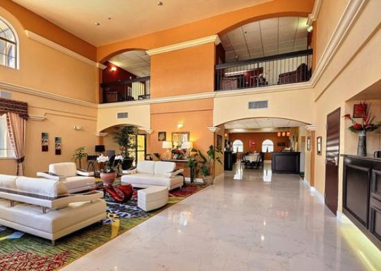 Clarion Suites Near the Woodlands: TXComfort Suites Lobby Exposio