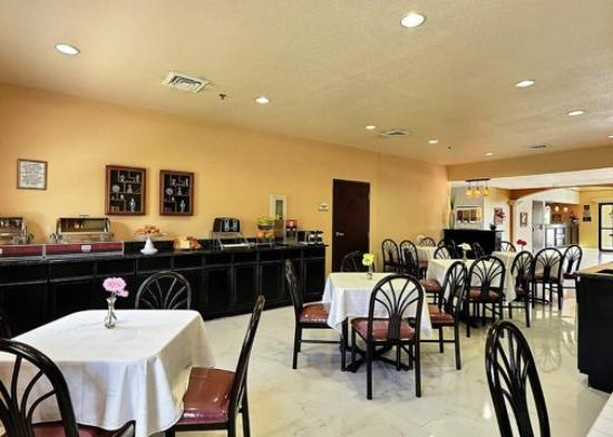 Clarion Suites Near the Woodlands: TXComfort Suites Breakfast Area Exposio