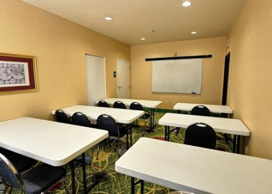 Clarion Suites Near the Woodlands: TXComfort Suites Meeting Room Exposio