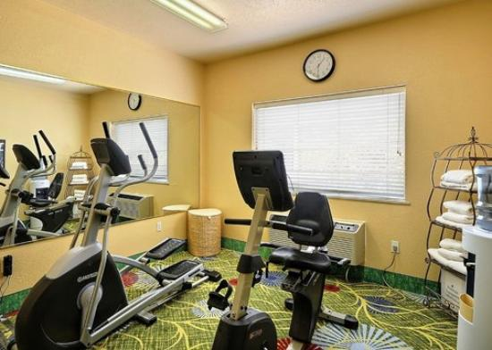 Clarion Suites Near the Woodlands: TXComfort Suites Fitness Room Exposio
