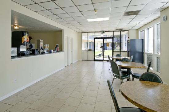 Economy Inn : Breakfast Area