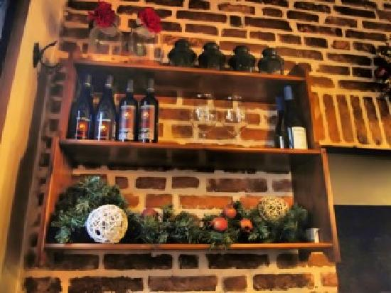 Osteria Al Guerriero: wall adjacent to fireplace