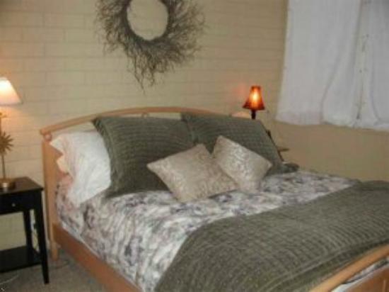 Park Avenue: Condo Bedroom