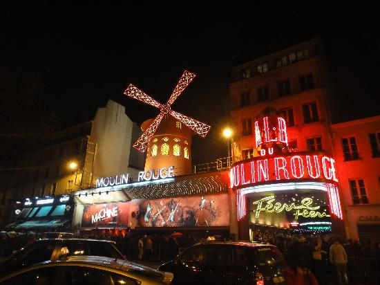 Moulin Rouge: From the outside...