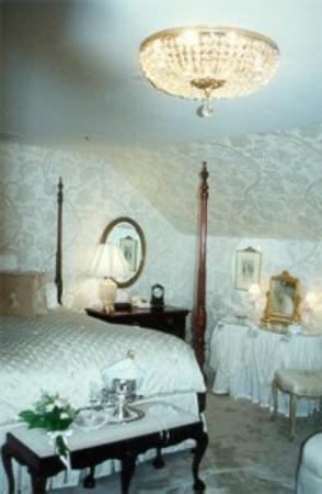 Bailiwick Inn: The Antonia Ford Bridal Suite