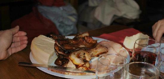 Auberge de la Retelere: assiettes de cochonnaille et de munster