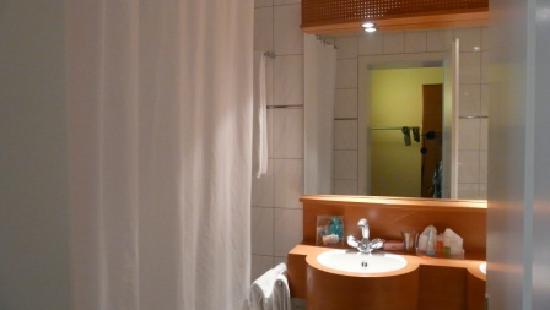 ibis Styles Luzern City: Bathroom