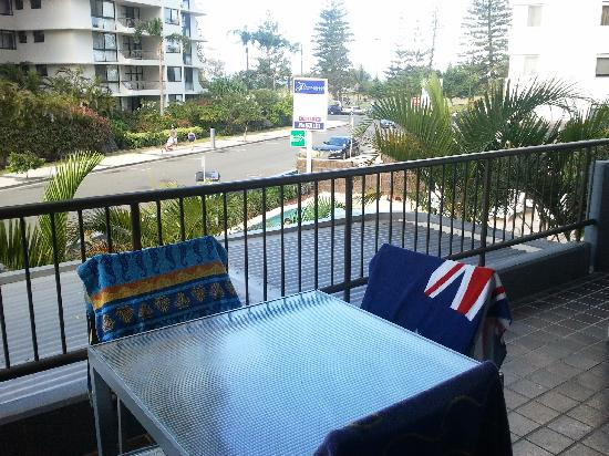 Pacific Resort Broadbeach : Room 202 has a nice balcony