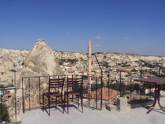 Castle Cave House: Panorama dall'hotel