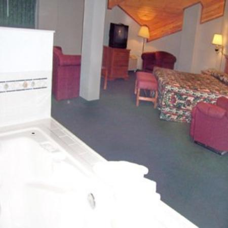 All American Inn & Suites Norwalk: Guest Room