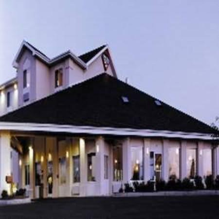 All American Inn & Suites Norwalk: Exterior