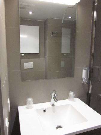 Aparthotel Castelnou: baño