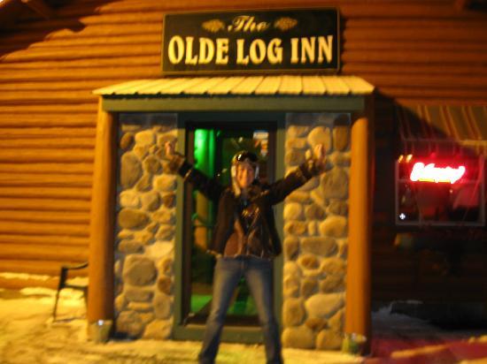Olde Log Inn: Stopped for Apres Ski
